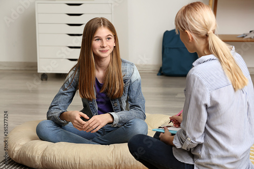 Fotografiet  Female psychologist working with teenage girl in office