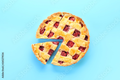 Leinwand Poster Tasty strawberry pie on color background