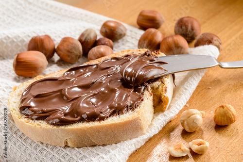 Fotografie, Obraz Crema di nocciola su fetta di pane, close-up