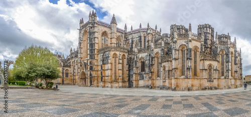 Photo View of the ornate Gothic exterior facade of the Monastery of Batalha, Mosteiro
