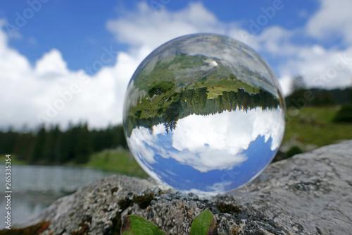 Fotografie, Obraz  Gantrischsee in Glaskugel, Alpen, Schweiz