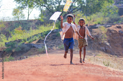 Fotografie, Tablou indian child playing with kite