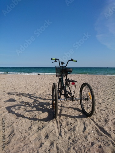 Foto op Plexiglas unusual tricycle on the seashore