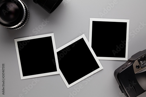 Obraz Paper photo frame with blank space, retro lens and camera - fototapety do salonu