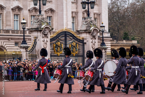 Photo Queens Guard patrolieren vor dem Buckingham Palace