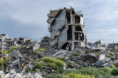 Valokuvatapetti la ville  Alep en syrie après sa destruction