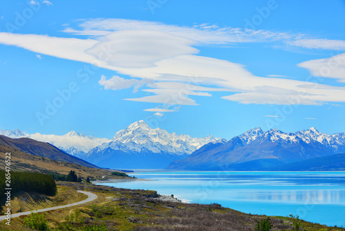Foto auf Leinwand Blau Road to mount Cook, Southern Alps, New Zealand