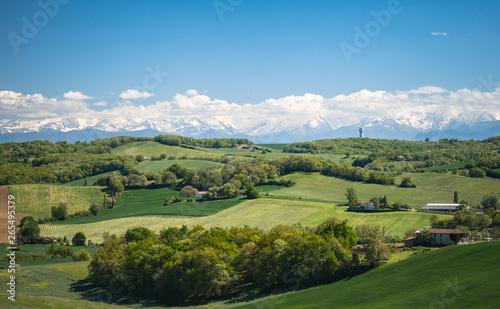 Le Gers avec les Pyrénées en arrière plan Fototapet