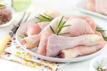 Fresh Raw Chicken Drumsticks O...