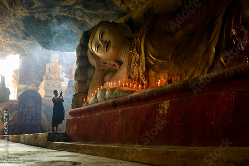 Foto op Aluminium Historisch mon. Monk lighting incense in temple