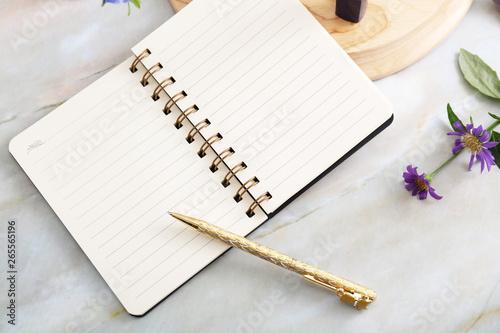 Fotografia おしゃれなノートとペン
