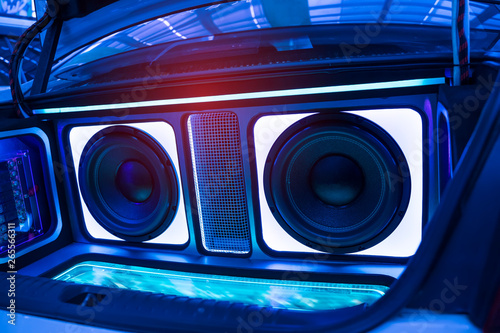 Fotografía  lights of stereo and speakers in car