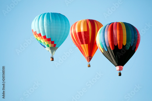 hot air balloons in the clear blue sky Fotobehang