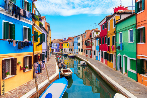 Fotografia  Colourfully painted house facade on Burano island, province of Venice, Italy