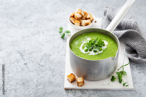 Canvastavla green pea cream soup