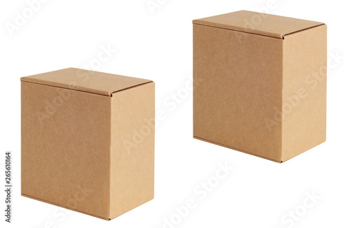Foto  Cardboard boxes of various sizes are arranged in a row diagonally