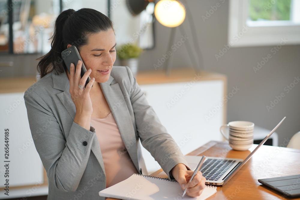 Fototapety, obrazy: Pregnant businesswoman at work