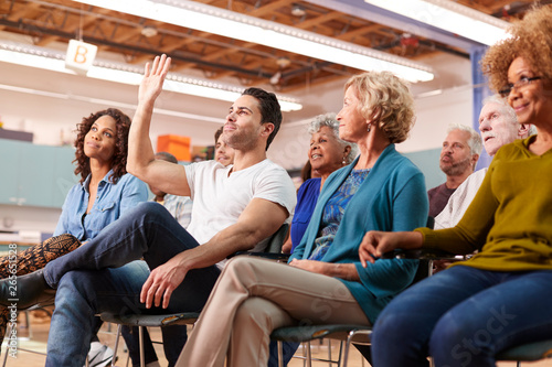 Fotografia  Man Asking Question At Neighborhood Meeting In Community Center