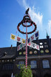 Maibaum auf dem historischen Marktplatz Lübeck