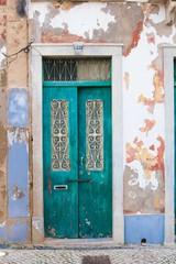 Portugalia uliczka kolorowe drzwi