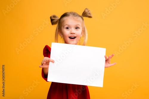 Valokuva  baby girl holding white sheet