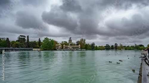 Wide angle profile view time-lapse of El Retiro lake under stormy clouds in Madr Slika na platnu
