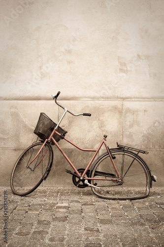 La pose en embrasure Velo Abandoned bicycle Copenhagen Denmark
