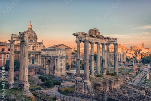 Fotomural The Roman Forum in Rome at sunset