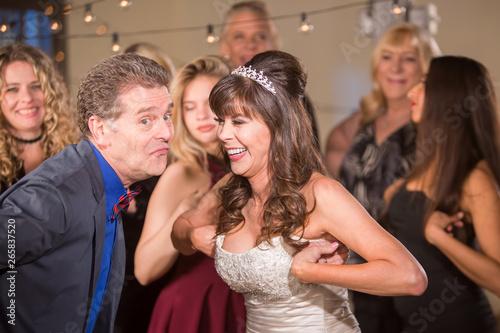 Платно Silly Dance at a Wedding