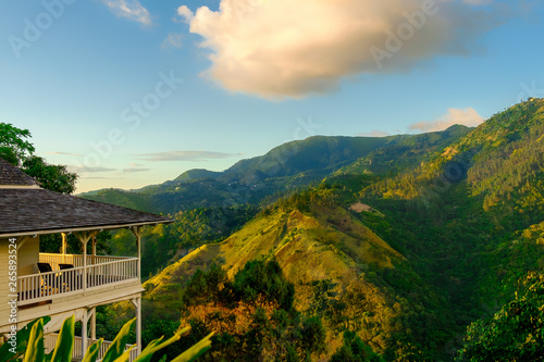 Photographie  House in the Blue Mountains at sunset, Jamaica