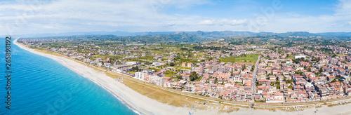 Obraz na plátně  Città costiera di Siderno in Calabria, vista aerea