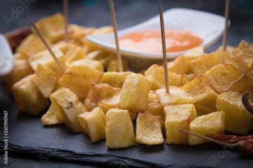 Patatas bravas, spanish fried potato Fototapet