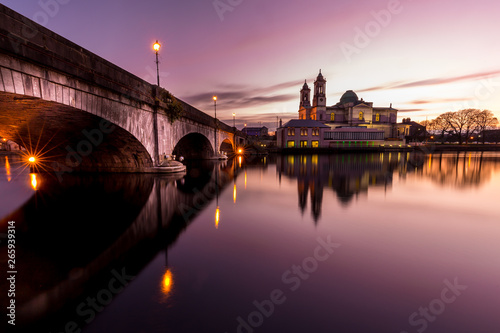Photo Stands Roe Athlone Bridge
