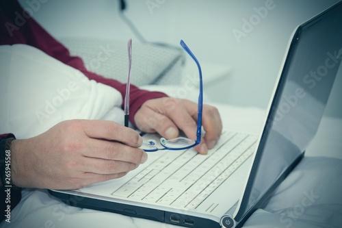 Fototapeta man in bed with laptop obraz na płótnie