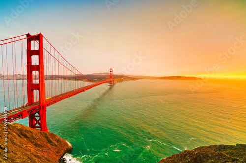 Photo  View of Golden Gate Bridge in San Francisco at sunset.