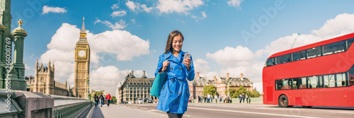 Poster de jardin Londres bus rouge London city commute panoramic background of woman walking to work using phone. People lifestyle tourist. Businesswoman commuting on Westminster bridge street. Europe travel, England, United Kingdom.