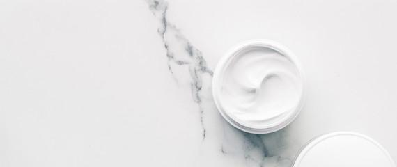 Organiczne kosmetyki na marmurowe, płaskie spa w domu tło
