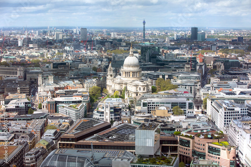 Photo  London, UK. St. Paul's cathedral and West London panoramic  view