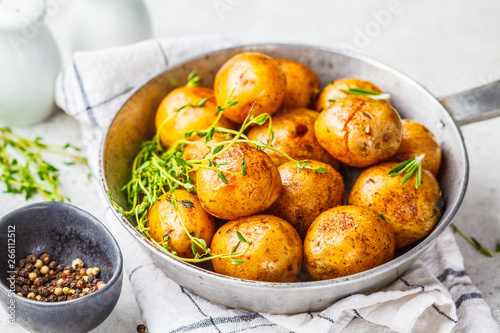Fototapeta Baked potatoes in a cast iron skillet. obraz