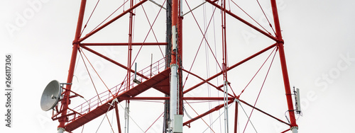 Fotografia, Obraz 4G TV radio tower with parabolic antenna and satellite dish