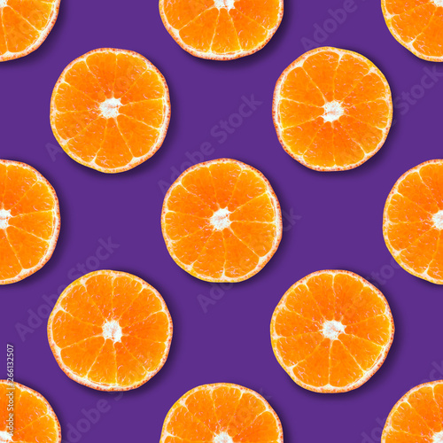 Foto op Canvas Vruchten Seamless pattern made of tangerine on a purple background