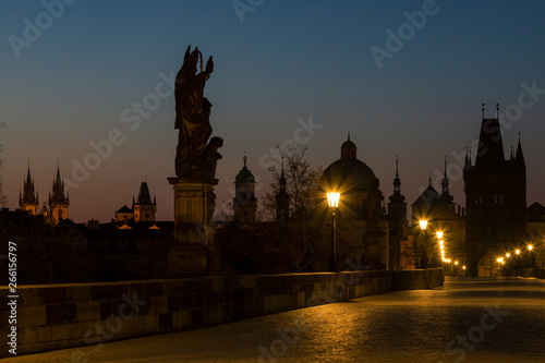 Montage in der Fensternische London Charles bridge at Sunrise, Prague, Czech Republic