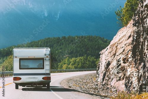 Foto Camper road trip in Norway RV trailer summer vacations traveling family journey