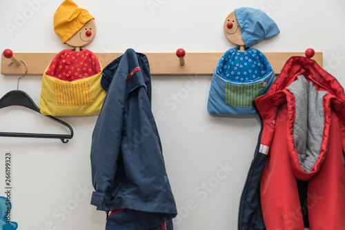 Cuadros en Lienzo Garderobe für Kinder - Nahaufnahme