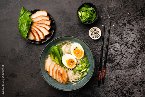 Photo  Asian Chicken Ramen Noodle Soup On Black Concrete Background