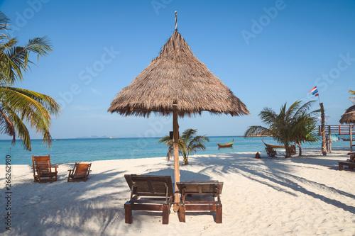 Poster Zanzibar Sunbed in straw umbrella on tropical beach