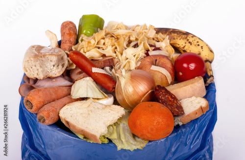 Photo küchenabfall, essensreste, lebensmittel verschwendung, abfall, mülleimer, bio mü