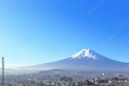 秋の富士山と街並み 観光・旅行・紅葉