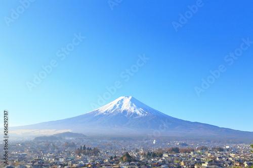 Fotografia  秋の富士山と街並み 観光・旅行・紅葉