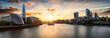 Die Skyline von London bei Sonnenuntergang: die City an der Themse bis zur London Bridge